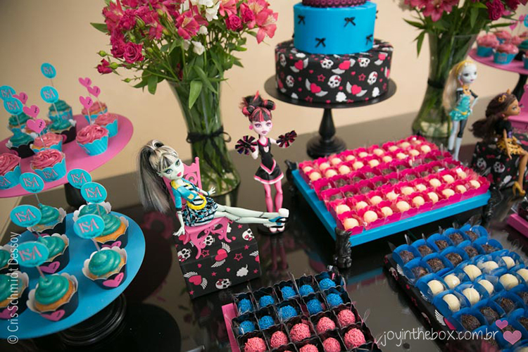 Mesa de doces monster high detalhe